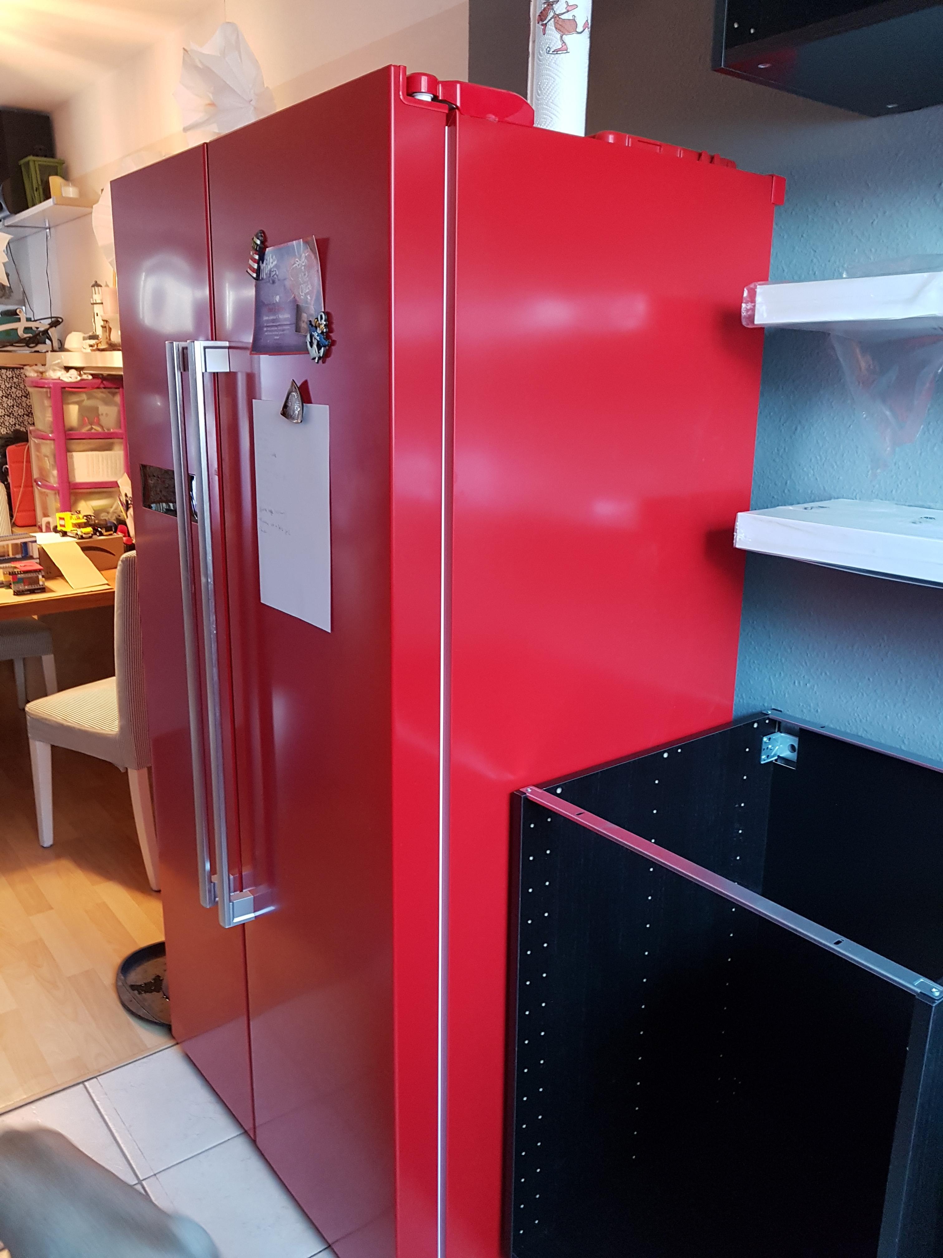 Wir Haben Eine Miniküche; Bevor Etwas Neues Rein Kann, Muss Das Alte  Erstmal Raus. Überall In Der Wohnung Stapelten Sich Nun Folglich Diverse ...